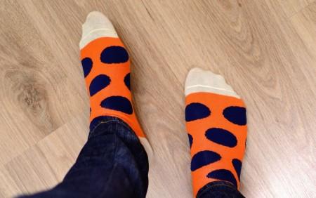 Kolorowe_skarpety_w_grochy_socks.pl